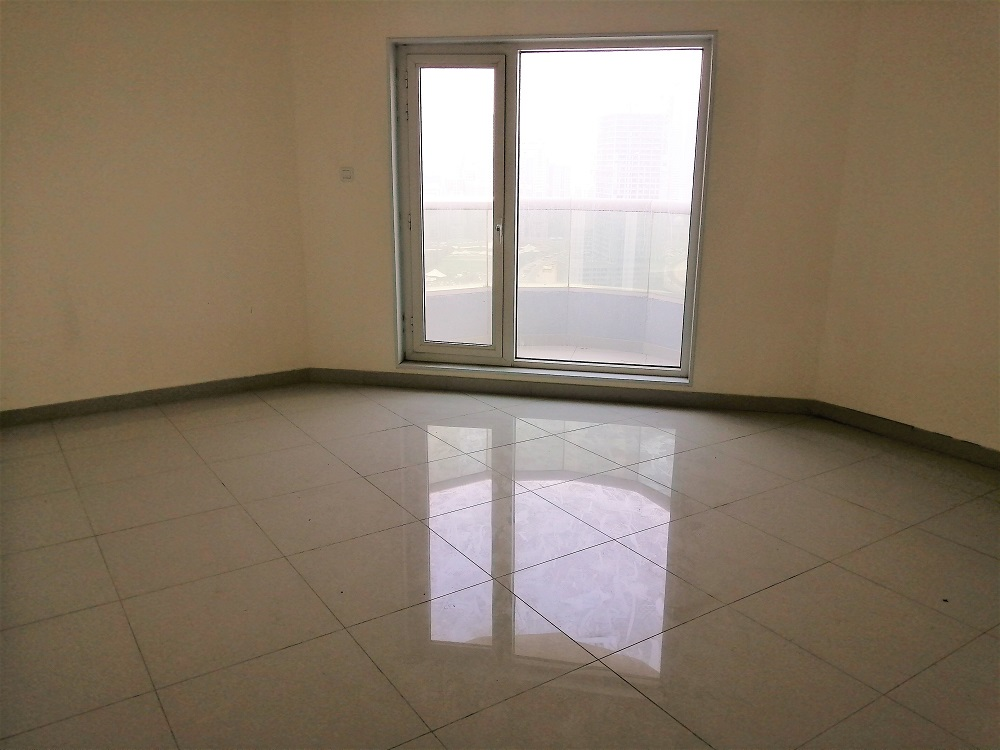 Water View / Parking / Great Location
